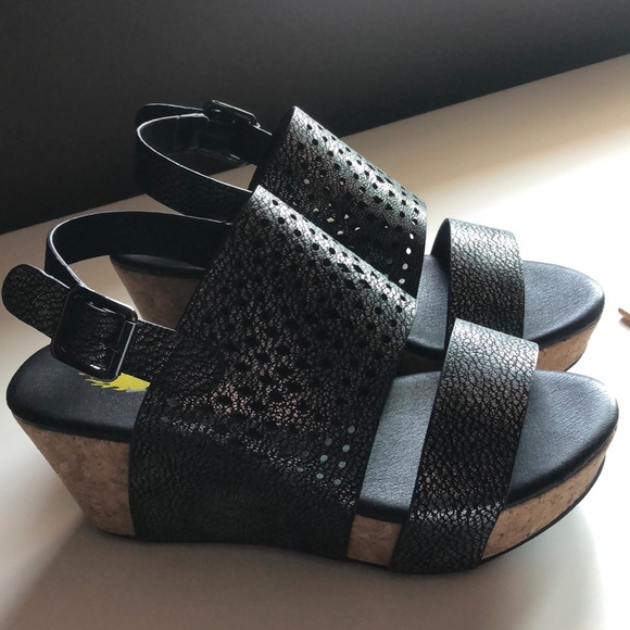 New sandals, pewter